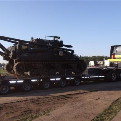 """Heavy Load Service (HLS) transporteert tank van tante Rikie naar Zwarte Cross"""