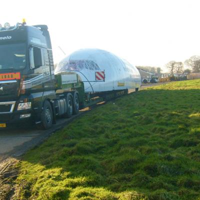 Heavy Load Service Almelo transporteert vliegtuigdelen